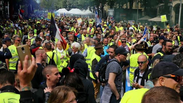 2000 personnes ont manifesté à Reims, où des tensions ont éclaté en marge du cortège.