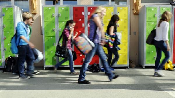 Des collégiens dans un établissement scolaire (photo d'illustration)