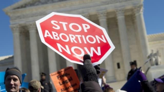 Des militants anti-avortement devant la Cour Suprême aux Etats-Unis
