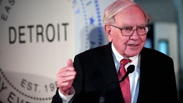 A l'âge où certains profitent de la retraite, le milliardaire Warren Buffet, 84 ans, reste à l'affût de gros coups financiers.