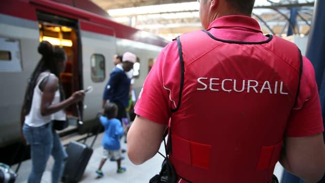 Un agent Securail en gare de Bruxelles samedi 22 août.