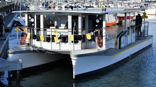 Une station de recharge d'hydrogène a été installée à quai. Elle permet le ravitaillement du navire en quelques minutes, lui garantissant une autonomie journalière.