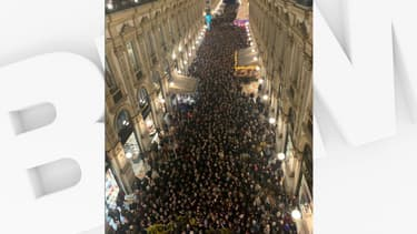 Les rues de Milan noires de monde ce mardi en soutien à Liliana Segre, rescapée d'Auschwitz victime d'insultes antisémites.