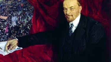 Portrait de Lénine, sur fond de manifestation.