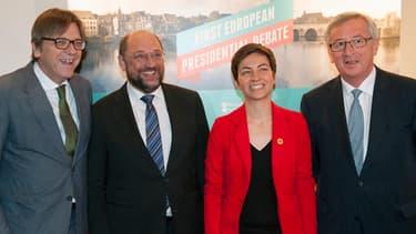 Quatre des cinq candidats à la présidence de la commission européenne: Guy Verhofstadt, Martin Schulz, Franziska Keller et Jean-Claude Juncker. Manque sur la photo Alexis Tsipras, le candidat de la gauche européenne.