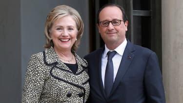 Hillary Clinton et François Hollande devant l'Élysée, le 8 juillet 2014.