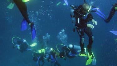 Des plongeurs dans les eaux de Manado, le 16 août 2009. (Photo d'illustration)