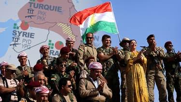 Des peshmergas sur la ligne de front, près d'Erbil, dans le Kurdistan irakien, le 5 octobre 2014.