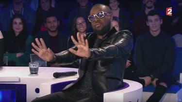"""Maître Gims se lance dans une imitation d'Arnaud Montebourg dans l'émission """"On n'est pas couché"""""""