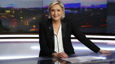 Marine Le Pen sur le plateau du JT de TF1 en 2017