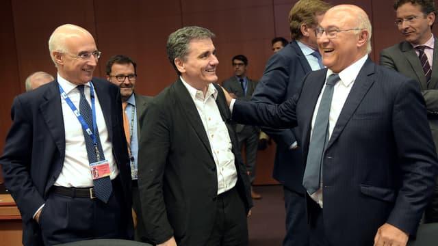 Le ministre des finances grec Euclide Tsakalotos entouré de ses homologues italiens et français.