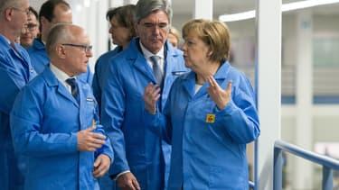 Une visite d'Angela Merkel dans les locaux de Siemens à Amberg