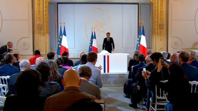 Emmanuel Macron à son arrivée, ce jeudi soir lors de la conférence de presse.