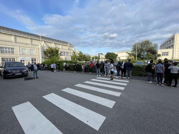 Les supporters parisiens attendent Messi au Bourget