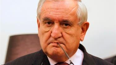 """Jean-Pierre Raffarin a déclaré mercredi, voir, notamment au sujet de l'opposition grandissante au projet de mariage homosexuel, une """"menace de chienlit"""" pèser sur la France. L'ancien Premier ministre UMP demande au gouvernement d'envoyer un geste d'apaise"""