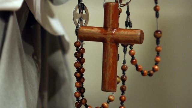 Une croix tenue par un croyant le 19 avril 2008 à New York. (image d'illustration)