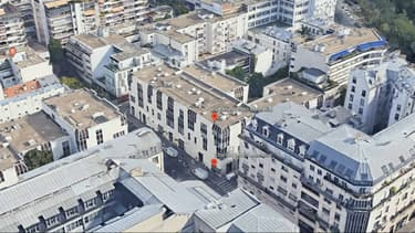 """Une attaque à l'arme blanche a eu lieu le 25 septembre 2020 à proximité des anciens locaux de """"Charlie Hebdo"""" à Paris."""