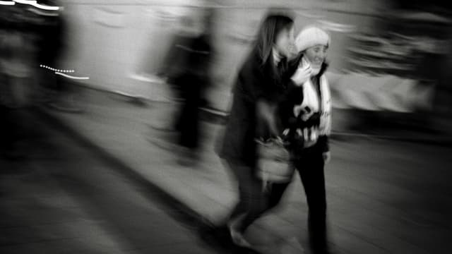 Des femmes marchent dans les rues de Lyon, le 12 mars 2008 (photo d'illustration).