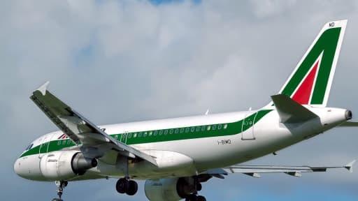Alitalia, en grandes difficultés, pourrait supprimer plus de 2.500 emplois.