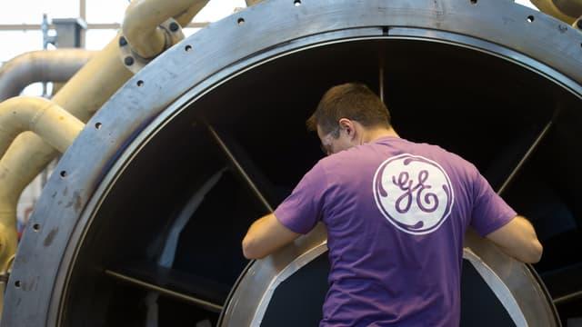 Un salarié de General Electric à Belfort, le 27 novembre 2015.