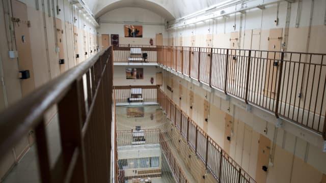 Des coursives de la maison d'arrêt de Fresnes, dans le Val-de-Marne, dans l'aile réservée aux hommes, en 2011.