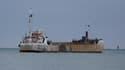 Un navire en difficulté photographié au large de Cherbourg le 15 octobre 2015.