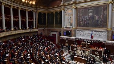 L'Assemblée nationale légifère sur l'âge minimum pour s'inscrire sur les réseaux sociaux afin de protéger les données personnelles des mineurs.