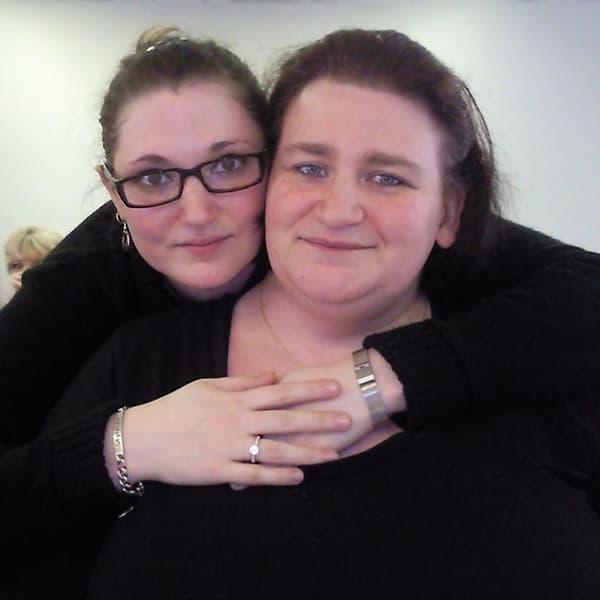 À gauche, la victime Ghylaine Bouchait, à droite, sa soeur Sandrine Bouchait.