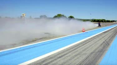 Avec son tricycle à eau, François Gissy a dépassé les 260 km/h sur ele circuit du Castellet.