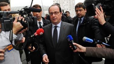 François Hollande à Tulle, avant son départ pour la Tunisie.