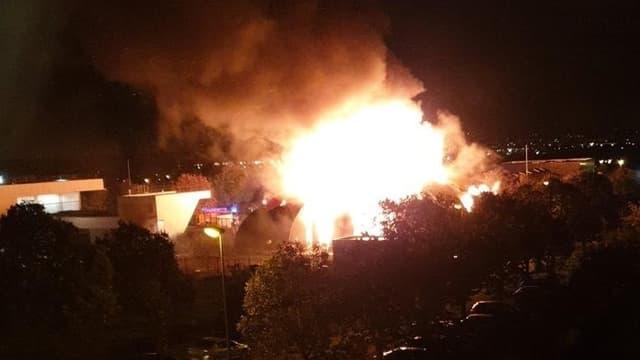 Le cirque de Chanteloup-Les-Vignes a été incendié samedi 2 novembre lors d'une nouvelle nuit de violences urbaines