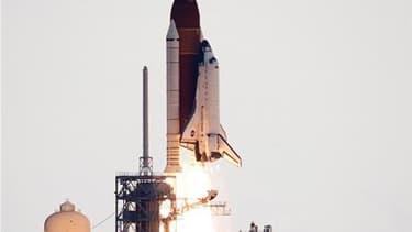 La navette spatiale américaine Endeavour a décollé lundi à 08h56 (12h56 GMT) du centre spatial Kennedy de Cap Canaveral, en Floride, pour sa 25e et dernière mission destinée à livrer à l'ISS (Station spatiale internationale) le spectromètre magnétique Alp