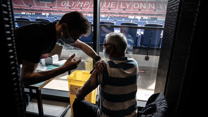 Lyon: vaccination au Groupama stadium ce week-end, tous les créneaux réservés en quelques heures