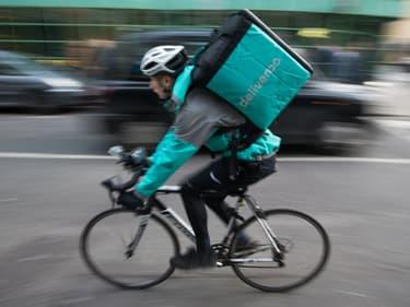 Un livreur Deliveroo en Grande-Bretagne (PHOTO D'ILLUSTRATION)