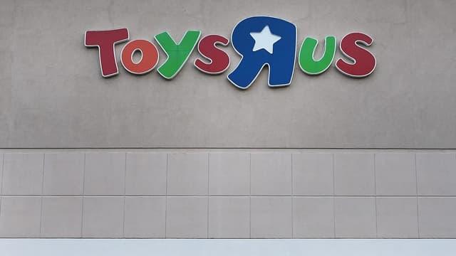 La filiale française de Toy'r Us, qui gère 53 magasins en France, emploie environ 1300 collaborateurs.
