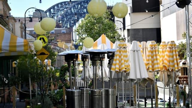 """Le quartier généralement très fréquenté de """"The Rocks"""", à Sydney, le 26 juin 2021, alors que la ville australienne entame un confinement de deux semaines après l'apparition de cas de variant Delta du Covid"""