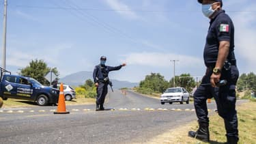 Des policiers mexicains en patrouille à Picharatos durant l'épidémie de Coronavirus (PHOTO D'ILLUSTRATION)