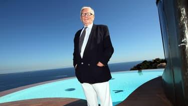 Le Palais Bulles appartenant au couturier Pierre Cardin offre une vue exceptionnelle sur la baie de Cannes.