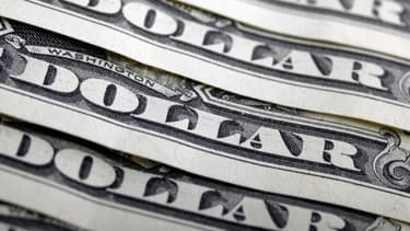Le dollar reste la monnaie refuge par excellence, et domine les échanges mondiaux.