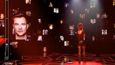 """Le plateau et le """"mur digital"""" de """"Rising Star""""."""