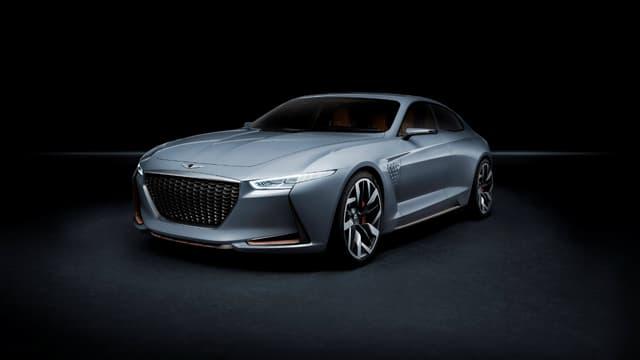 """Ce """"New York Concept"""" préfigure de la future G70, berline concurrente annoncée des BMW Série 3 et Mercedes Classe C."""