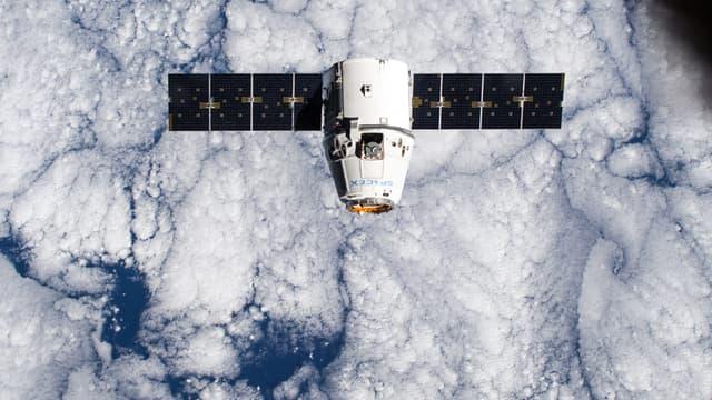 La capsule Dragon, le 12 janvier dernier, dans l'espace.