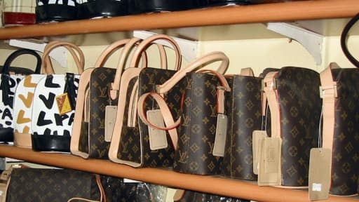 Louis Vuitton, première marque de luxe au monde, est aussi l'une des plus contrefaites.