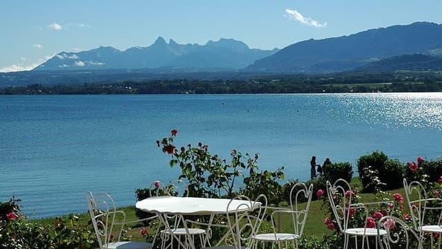 Excenevex, commune de 1 200 habitants en Haute-Savoie, va recevoir un don d'un million de dollars.