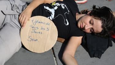 """Archives - """"Un féminicide tous les trois jours. Stop!"""" dénonçait cette manifestante le 29 septembre dernier place de la République à Paris."""