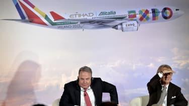 A gauche, James Hogan, le patron d'Etihad qui est également vice-président d'Alitalia. A droite, le président de la compagnie, Luca Cordero di Montezemolo.