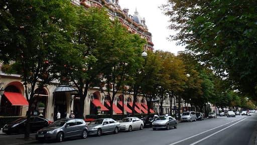 L'avenue Montaigne, où se situe le Plaza Athénée, est la deuxième rue la plus chère de France.