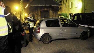 La voiture abandonnée contenant un casque et un carénage du scooter de Mohamed Merah.