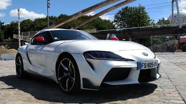 Toyota a doté sa sportive Supra d'une version plus modeste, équipée d'un 4 cylindres turbo de 2 litres.