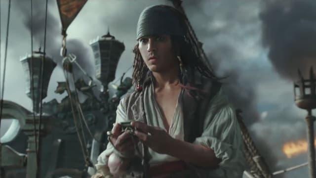 Un Jack Sparrow bien jeune dans la nouvelle bande-annonce de Pirates des Caraïbes 5